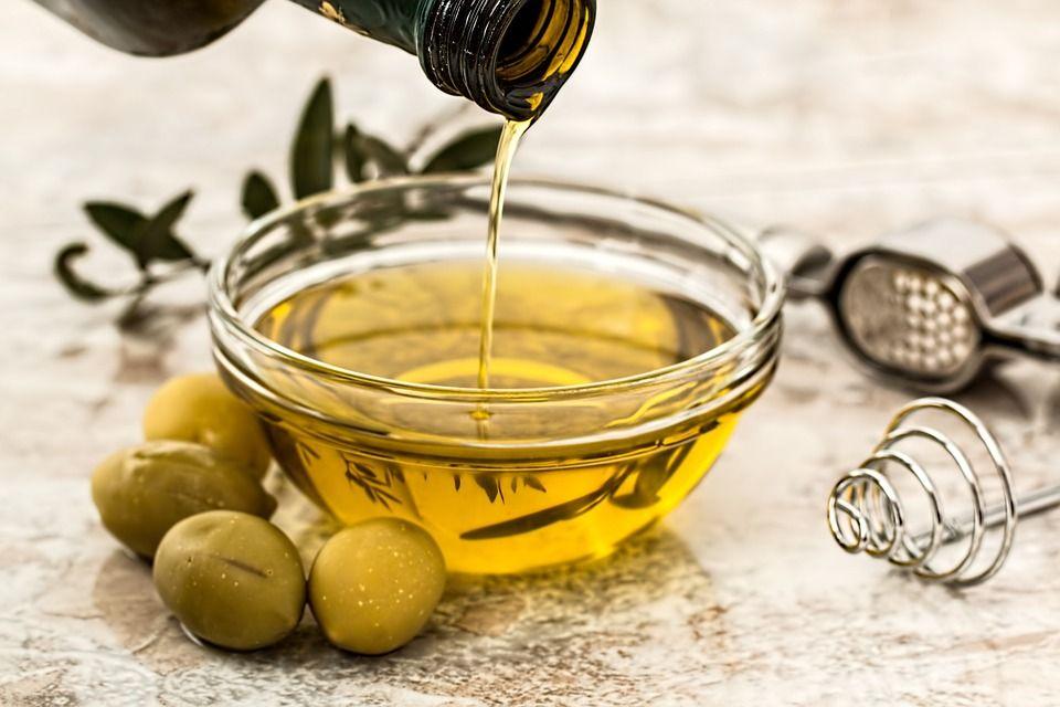 Здоровая пища - оливковое масло