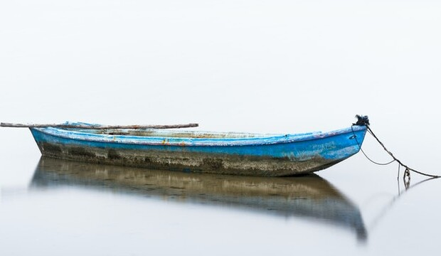 blue-and-white-boat-on-water